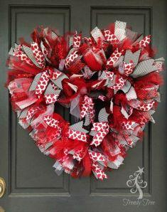 17 Best ideas about Valentine Wreath