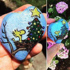 ハート♥️型の石にウッドストックと🎄を描いてみました😍 #ストーンペイント #ウッドストック #鳥の巣 #オーナメント #ハート #石 #クリスマスツリー #クリスマス #クリスマスオーナメント #rockpainting #woodstock #cute #paint #bird #christmas #christmastree #snoopy #stone #love #heart #スヌーピー #cartoon