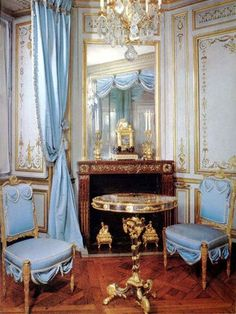 At Versailles, Marie Antoinette decorated the méridienne, one of her private rooms with bright sky blue upholstery and white-and-gilt walls