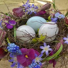 """Jytte Aggerholm Justesen on Instagram: """"Lidt flere påskerier. . Another Easter-nest. . #tantegrønshave#tantegrønshaveunivers#cottagegarden#påskerede#easternest#påskepynt"""""""