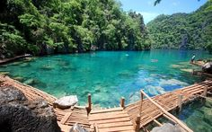 An island north of Palawan known for its diving spots where you can see many wrecks of Japanese ships well preserved sunk during the World War. From Coron, you can also snorkel at Barracuda Lake and Kayangan Lake (pictured above) Philippines Coron Island Philippines, Les Philippines, Philippines Travel, Philippines Wallpaper, Beautiful Islands, Beautiful Places, Amazing Places, Laos, Backgrounds
