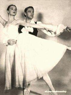 Audrey Hepburn - Ballet, c. Audrey Hepburn Ballet, Audrey Hepburn Photos, Audrey Hepburn Style, Divas, She Movie, British Actresses, Vintage Hollywood, Grace Kelly, Vintage Beauty