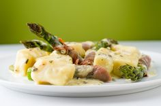 Gnocchi in gorgonzola sauce and asparagus with prosciutto