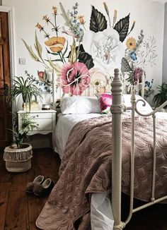 Wallpaper mural in the bedroom. Wallpaper mural in the bedroom. The post wallpaper mural in the bedroom. appeared first on wallpaper ideas. Decoration Design, Home And Deco, Dream Rooms, Home Bedroom, Bedroom Ideas, Bedroom Inspo, Floral Bedroom Decor, Botanical Bedroom, Floral Room