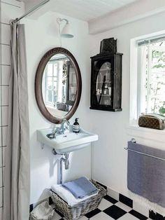 Bolig: Fra dunkel cigarkasse til lys sommeroase White Bathroom Accessories, Home Accessories, Ikea Living Room, Wood Bathroom, Bathroom Renovations, Bathrooms, Remodel Bathroom, Colorful Decor, Decoration