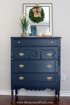 Benjamin Moore Hale Navy is the perfect navy for walls, cabinets and even furniture. Be sure to use these tips before your next painting project! Navy Furniture, Painted Beds, Painted Bedroom Furniture, Cool Furniture, Diy Furniture Renovation, Furniture Makeover, Hale Navy Benjamin Moore, Stripping Furniture, Buffet