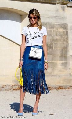 White T-shirt, blue leather fringe skirt and pointed shoes for spring street style. #fringe