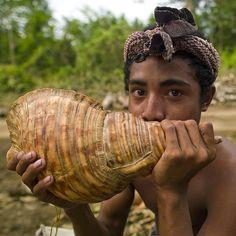 Calling muscles - Alotau Papua New guinea www.papua-by-raz.co.il/papua-travel