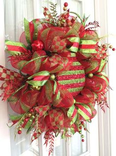 juile-how to-deco_mesh_wreath_holiday_ornament_red_lime-2