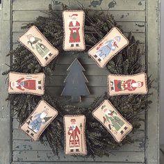 kriskringle wreath = Prairie Schooler #43 Book