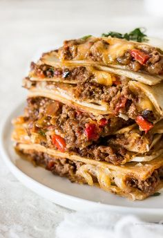 Four Kitchen Decorating Suggestions Which Can Be Cheap And Simple To Carry Out Sheet Pan Cheesy Beef Quesadillas Are Baked In One Big Batch In The Oven Instead Of Cooking Them One By One On The Stove. These Baking Sheet Quesadillas Are Ma Baked Quesadilla, Quesadilla Recipes, Ground Beef Quesadillas, Mexican Food Recipes, Ethnic Recipes, Dinner Recipes, Eat Pizza, Ground Beef Recipes, Hamburger Recipes