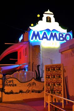 #zimmermanngoesto Cafe Mambo, an Ibiza café on San Antonio's sunset strip