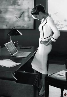 The World Of A Classy Lady - A career woman is powerful with her intelligence, confidence while remaining feminine in every way. Business Fashion, Business Attire, Office Fashion, Work Fashion, Business Women, Business Casual, Business Lady, Corporate Fashion, Business Style
