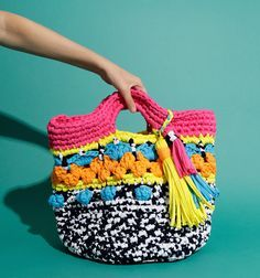 Awesome #crochet designer Katie Jones puts her twist on the T-shirt yarn Brady Basket by @woolandthegang
