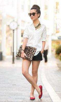 Look Camisa Branca: Short Preto