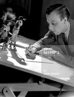 News Photo : Jacques Fath French couturier Paris 1941 LAG25990