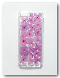 Materials : 1. Clear case  2. Real Flowers ( Hydrangea)  3. Resin I WAMT THE PINK ONE