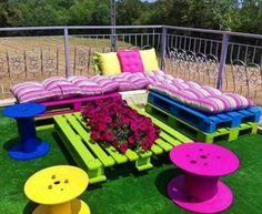 Jardin coloré avec des palettes 1
