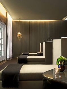 Utility Cupboards and Dressing Room with ultra minimal handle Champalimaud Spa Interiors / Hotel Bel-Air Spa Spa Design, Spa Interior Design, Hotel Bel Air, Hotel Lobby, Deco Spa, Piscina Hotel, Relaxation Room, Relax Room, Spa Lighting