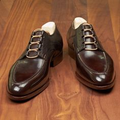 One of the world's smallest luxury shoe manufacturers, Saint Crispin's is renowned amongst shoe and fashion aficionados for their exquisite hand welted men's shoes.