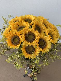 Sunflowers are perfect for summer home decor. Sunflower Arrangements, Faux Flower Arrangements, Table Arrangements, Faux Flowers, Yellow Flowers, Silk Flowers, Floral Wedding, Wedding Flowers, Artificial Tree