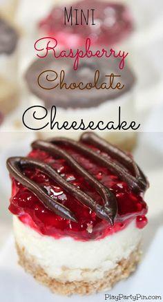 Mini raspberry and chocolate cheesecake recipe from playpartypin.com  Ein neues Rezept für euch auf unserem Pinterest Board. Viel Spass beim backen und naschen. Bitte lasst ein Like da wenn euch das Rezept gefällt!