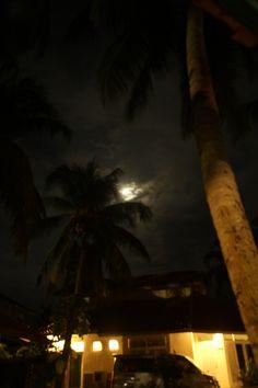 bulan bersinar