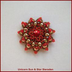 """""""Granada"""" hanger in de kleuren Siam Rood and Light Topaz.  Ongeveer  5 cm doorsnede.   """"Granada"""" pendant in the colors Siam Red and Light Topaz.  Size about 2 inch"""