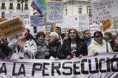 Las prostitutas y el machismo. Hay estudios que parecen demostrar que la penalización no acaba con la prostitución, sino que la invisibiliza. Rosa Montero | El País, 2015-11-08 http://elpais.com/elpais/2015/11/03/eps/1446554871_974966.html