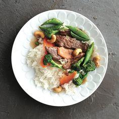 Chatelaine- Sweet and spicy beef stir-fry Stir Fry Recipes, Cooking Recipes, Chatelaine Recipes, Tortellini Alfredo, Dinner Menu, Dinner Ideas, Wine Dinner, Beef Stir Fry, Delicious Dinner Recipes