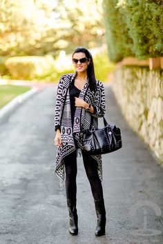 Chaqueta Azteca -  Crimenes de la Moda - ethnic - black and white - jacket - cardigan - Ax Paris - Dolce & Gabbana - boots - studds - pony tail