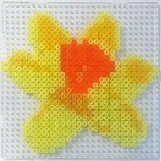Daffodil flower hama perler beads Hama Beads Design, Hama Beads Patterns, Beading Patterns, Hama Beads Christmas, 3d Perler Bead, Daffodil Flower, Melting Beads, Square Patterns, Pony Beads