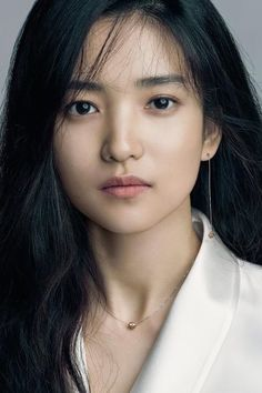 What is korean skin care routine? Why is korean skin care so popular? Korean beauty is a bit more than merely ten steps and sheet face masks. Beautiful Asian Women, Beautiful People, Korean Beauty Standards, Korean Beauty Routine, Face Photography, Hair Reference, Model Face, Korean Actresses, Korean Celebrities