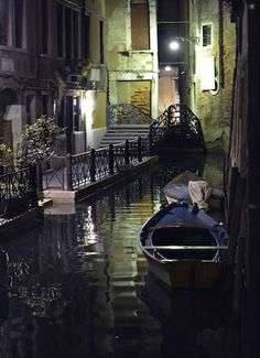 MaiTai's Picture Book: Venice at night
