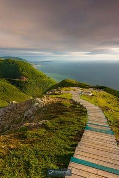 A complete Skyline Trail hiking guide. Travel to Nova Scotia for the ultimate adventure in the highlands. Cape Breton Island offers plenty of things to do from finding photography ops to luxury cottages for a relaxing break. A trip to Nova Scotia should be at the top of everyone's bucket list. Travel in Canada. | Blog by the Planet D #SkylineTrail #NovaScotia #CapeBreton #Canada #Travel #TravelTips #HikingTips #TravelGuide #Adventure #Wanderlust #BucketList