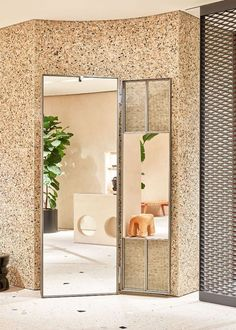 I love this pebble stone for the floor perhaps Retail Store Design, Retail Shop, Window Display Retail, Retail Displays, Shop Displays, Mirror Store, Visual Merchandising Displays, Store Windows, Retail Interior