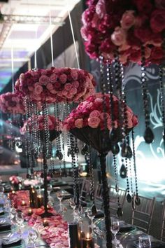 Multi-hued pink roses with black accents make for a glamorous conversation piece at this wedding at Four Seasons Hotel Amman