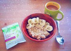 Pre-Workout Breakfast: Protein Banana Berry Oats (Vegan)