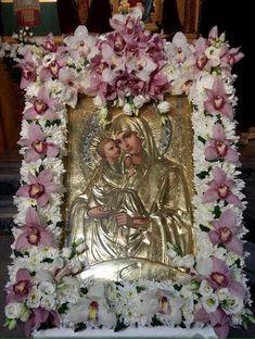 Unique Flower Arrangements, Unique Flowers, White Flowers, St Patrick Quotes, Church Icon, Beautiful Pink Roses, Jesus Art, Church Flowers, Floral Wreath