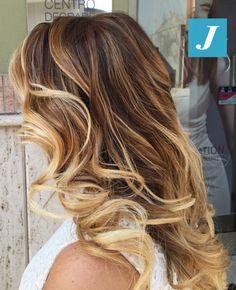 Per le donne che amano i capelli biondi...le inimitabili sfumature del Degradé Joelle! #cdj #degradejoelle #tagliopuntearia #degradé #igers #musthave #hair #hairstyle #haircolour #haircut #longhair #ootd #hairfashion
