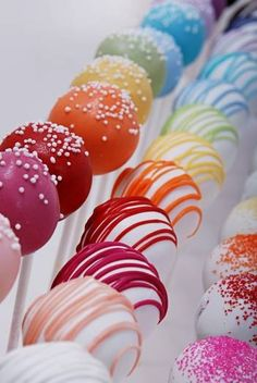 #Pippas #PartyPops - #Rainbow #Cake #Pops  To order click here:  http://pippaspartypops.com/shop/sample-pack/