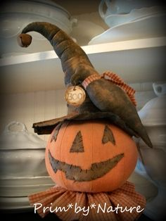 Primitive Halloween Pumpkin Witch and Crow Makedo primative halloween Halloween Doll, Halloween Ghosts, Halloween Pumpkins, Fall Halloween, Halloween Crafts, Holiday Crafts, Halloween Decorations, Halloween 2018, Halloween Stuff