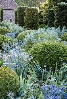 Garden arbors are set up as shaded places in home gardens or public parks where one can relax and rest. Blue Garden, Dream Garden, Spring Garden, Formal Gardens, Outdoor Gardens, Amazing Gardens, Beautiful Gardens, Topiary Garden, Boxwood Garden
