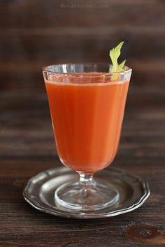 sok z wyciskarki do soków (nie sokowirówki!), chciałabym taką wyciskarkę :)