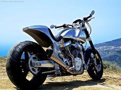 Arch Motorcycle Company vient de publier son premier modèle, la KRGT-1, un chopper sport avec un moteur V-twin géant de 2000 centimètres cubes et un cor