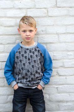 Toen Piekewieke een aantal leuke sweaterstofjes online zette, liet ik de jongens zelf kiezen. Ian koos zelf heel overtuigd voor de gitarenprint. Vond ik zelf ook heel tof, dus die lag snel in mijn …