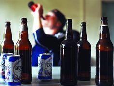 """Mladići u Srbiji svoju """"mačo"""" stranu pokazuju konzumiranjem alkohola, visokim stepenom fizičkog i verbalnog nasilja prema osobama ženskog pola i stavom da je """"ženi mesto kod kuće"""", pokazalo je istraživanje nevladinih organizacija Centar E8 i CARE International NW Balkans."""