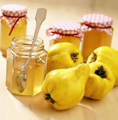 Learn how to make and prepare the recipe for Marmalatha Kythoni, also known as quince marmalade or jam. Chutney Recipes, Jam Recipes, Canning Recipes, Greek Recipes, Fruit Recipes, Quince Paste Recipe, Quince Jam Recipe, Quince Recipes, Quince Fruit