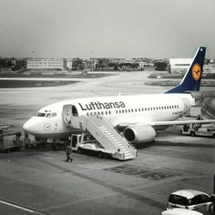 #Lufthansa #Boeing737 in #NaplesAirport. Flight from #NAP to #MUC. It was 2010.  #AeroportoCapodichino #AeroportoNapoli #Napoli #Naples #Napl #Napoles #Neapol #partenope #napolidavivere #foto_napoli #napolipix #seidinapoli #NaplStateOfMind #InstaNapoli #scattanapolicontest #ig_napoli #igersnapoli #Campania #ig_campania #ig_regionecampania #igerscampania #SouthItaly #Sud