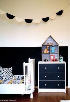 talohylly,diy,viirinauha,puolikuu,mustavalkoinen seinä,kirpparisänky,lastenhuone,Tee itse / DIY